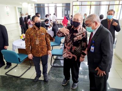 Acara penyerahan SK Guru Besar oleh Kepala LLDiti Wilayah V